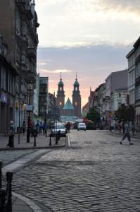 Stare miasto i słonko, co spać idzie za katedrę