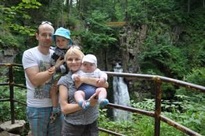 Rodzinnie przy wodospadzie