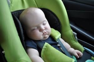 Spanie w tej pozycji nie jest zbyt wygodne, ale jak się nie ma co się lubi...