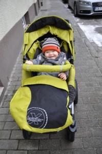 Pierwszy spacer... w spacerówce.