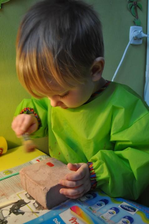 Mój urodzinowy, czteroletni Brat Antoś odkopuje szkielet dinozaura :)