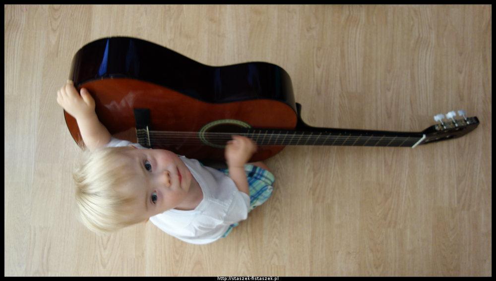 staszek z gitarą