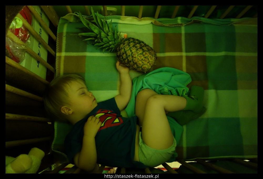 Staszek-Fistaszek i ananas